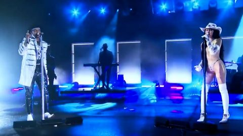 """Noah Cyrus & Jimmie Allen Sing """"This Is Us"""" Duet At CMT Awards 