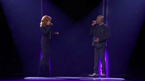 CMA Awards: Darius Rucker Joins Reba McEntire For Mac Davis Tribute Performance | Country Music Videos