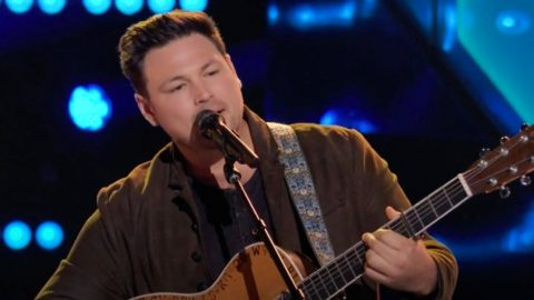 """Team Blake Singer Wins """"Voice"""" Knockout With Cover Of Luke Combs' """"Beautiful Crazy"""" 