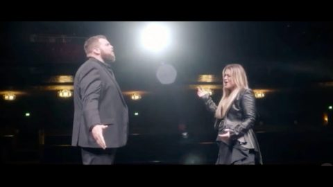 """""""Voice"""" Winner Jake Hoot Releasing Duet With Former Coach Kelly Clarkson 