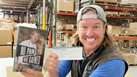 Chip Gaines Hid $1,000 Checks In Several Copies Of His New Book | Country Music Videos