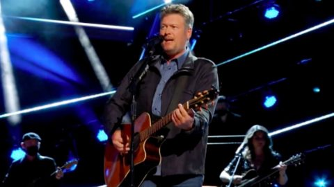"""Blake Shelton Celebrates 20th Anniversary Of """"Austin"""" With ACM Awards Performance 