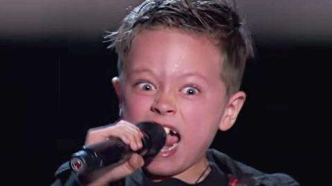 'Voice' Coaches Rush On Stage After 7-Year-Old Belts 'Highway To Hell'   Country Music Videos