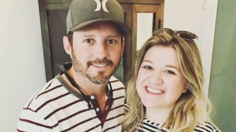 Court Orders Kelly Clarkson To Pay Ex-Husband Nearly $200,000 Per Month | Country Music Videos
